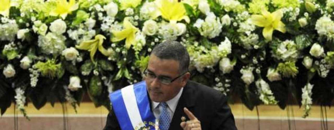 En segundo lugar, se encuentra Mauricio Funes, que gobierna El Salvador desde 2009, con un 72% de respaldo.