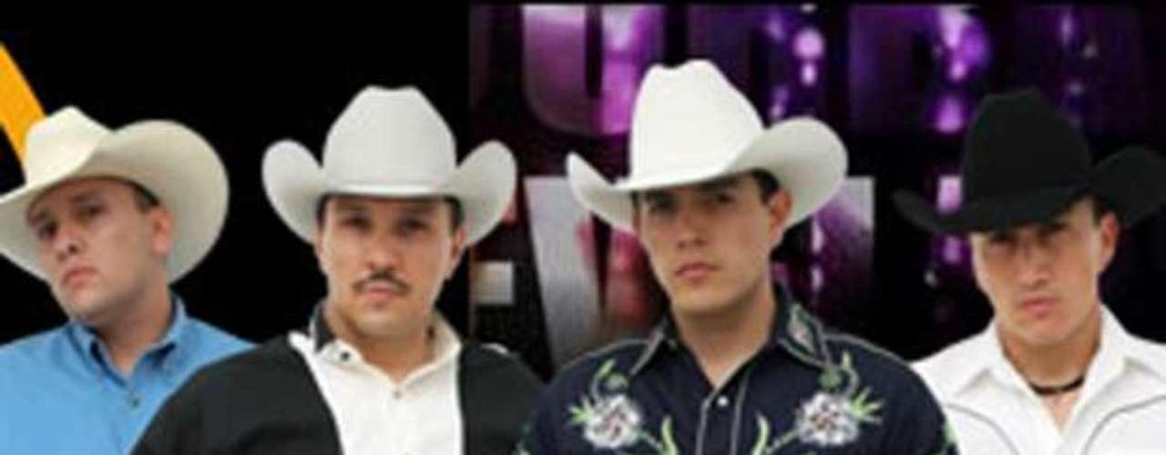 La página Regionalmex.com informó que los integrantes del grupo  8 Segundos pasaron un mal momento mientras se encontraban en un restaurante en Guanajuato, México, pues un violín, una guitarra, y un bajo fueron sustraídos por maleantes de su camioneta.