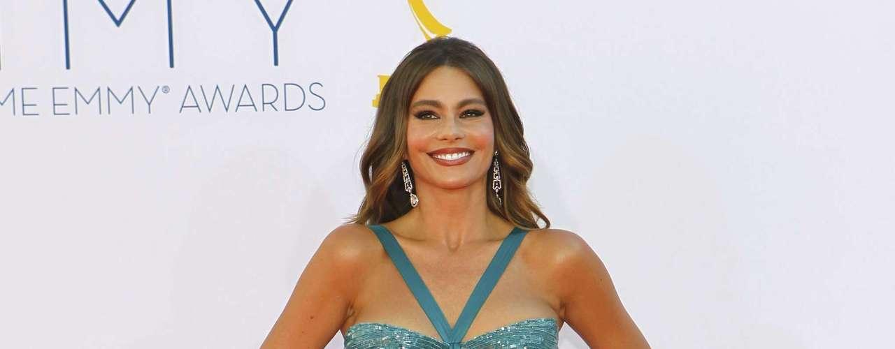 Sofia Vergara como siempre se arriesga en la moda. La colombiana llamó la atención por el color de su vestido
