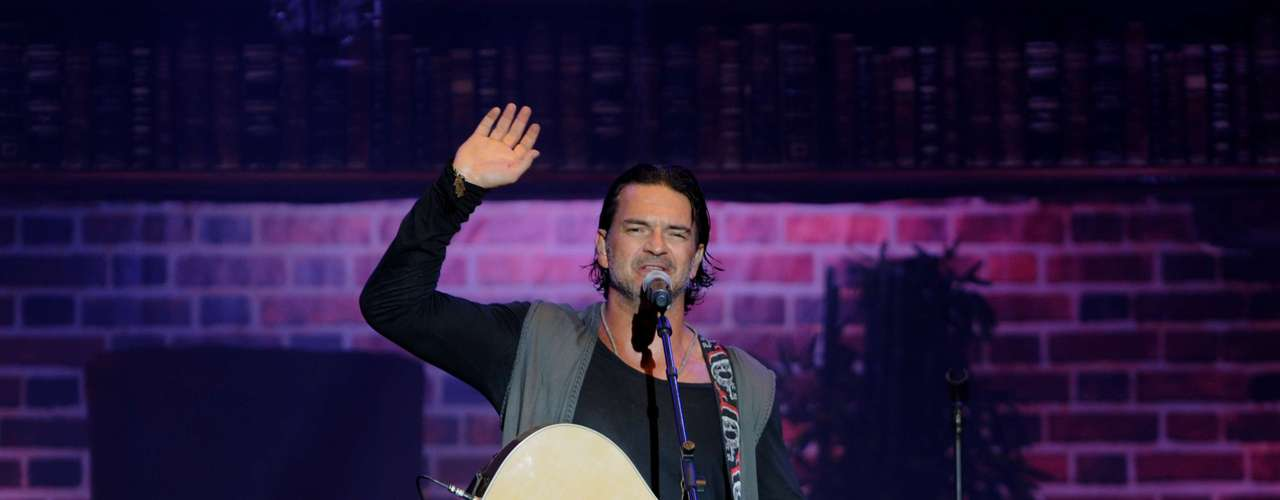 Guatemalan Ricardo Arjona is also part of the four-nods club. His song with singer-songwriter Gaby Moreno \