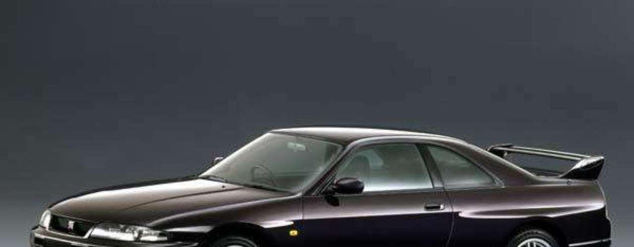 En 1996 surge la siguiente generación, que presentaba cambios estructurales que aumentaban su peso y su tamaño. Tanto a fines de los 80 como a mediados de los 90 se desarrollaron versiones V-Spec que presentaban una suspensión optimizada, frenos Brembo de alta performance y aditamentos aerodinámicos entre otras mejoras.