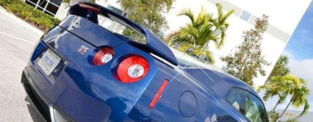 Finalmente, la marca japonesa presentó al sucesor del Skyline en el Salón de Tokio del 2005, y luego este prototipo se convirtió en un modelo de producción, el aclamado GT-R.