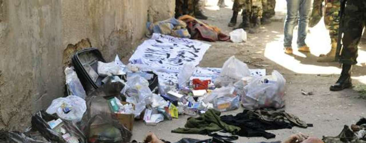 Este jueves las fuerzas del régimen sirio bombardearon con artillería pesada varios bastiones rebeldes en todo el país donde el balance de víctimas no cesa de aumentar con al menos 305 muertos. Varios bastiones rebeldes asediados por el ejército en las provincias de Homs, Hama (centro), Alepo (norte), Idlib, Latakia (noroeste) y Deir Ezor (este) eran objetivo de ataques.