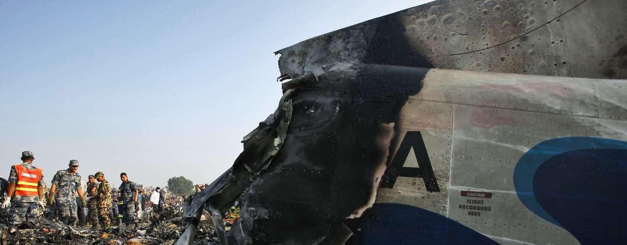 El último accidente de importancia tuvo lugar el pasado mes de mayo, cuando quince personas murieron al estrellarse un aparato en las cercanías del aeropuerto de Jomsom, considerado uno de los más peligrosos del mundo. (Fuente: EFE)