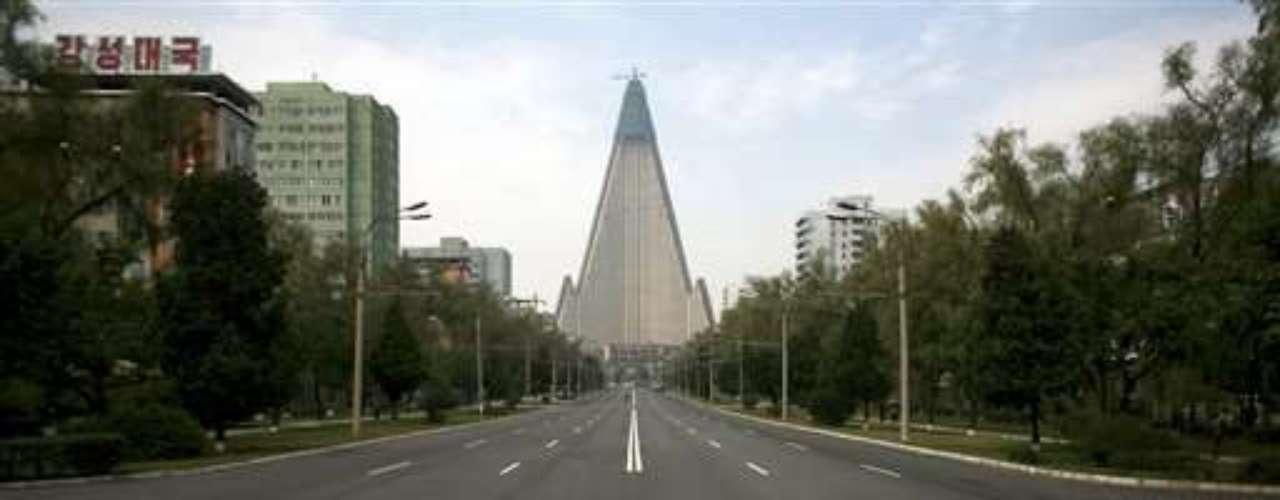 Aunque las obras se reiniciaron en 2008, el hotel se ha convertido para muchos críticos en símbolo de las ambiciones frustradas del gobierno de Corea del Norte.