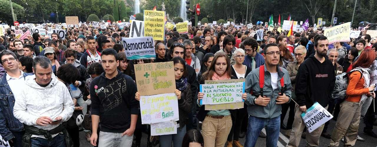 Una manifestante semidesnuda frente a la protesta en Madrid el #29S