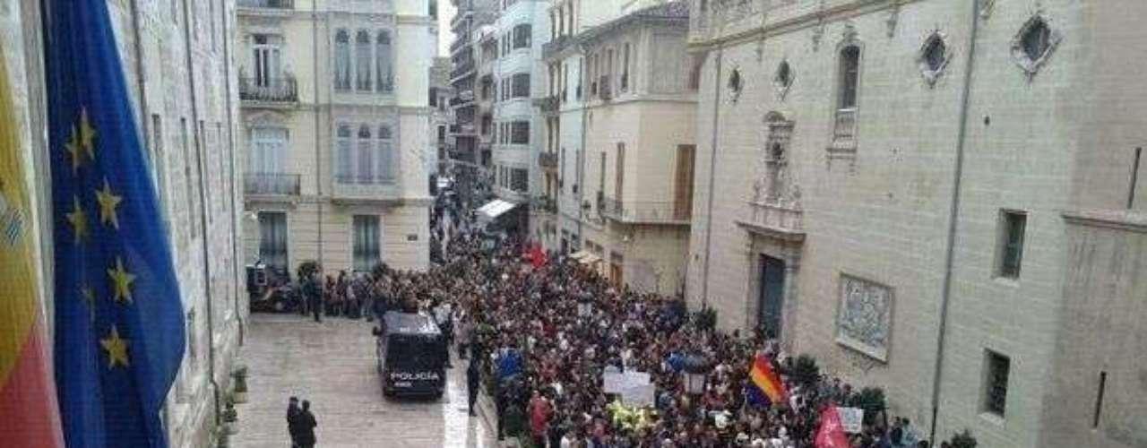 Valencia ha celebrado el #29S rodeando la Generalitat Valenciana