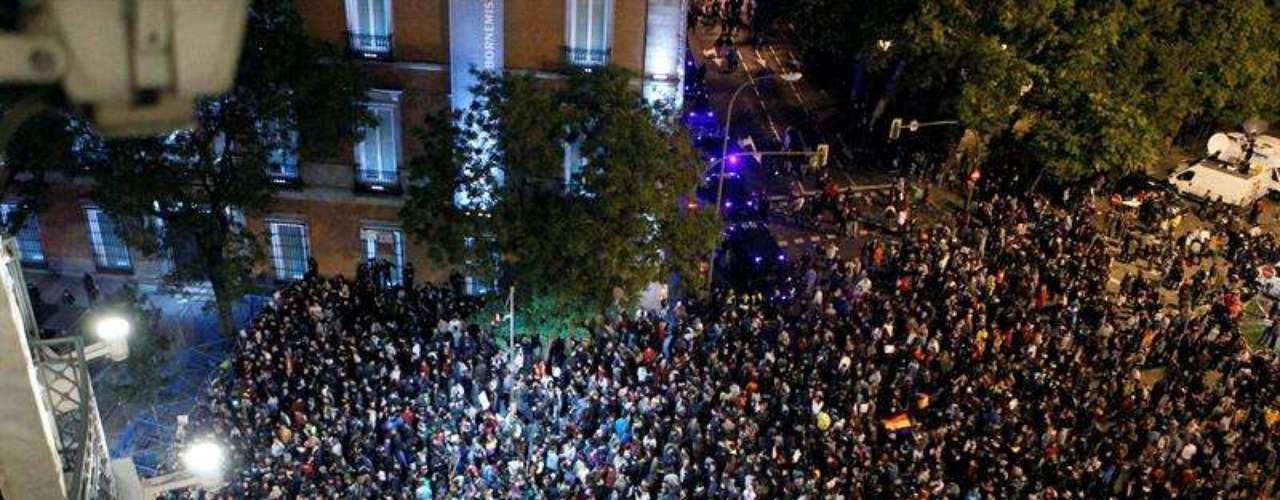 Vista aérea de los protestantes por la noche, tras cuatro horas y media de manifestación