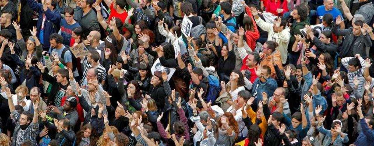 Los miles de manifestantes corean frente al Congreso