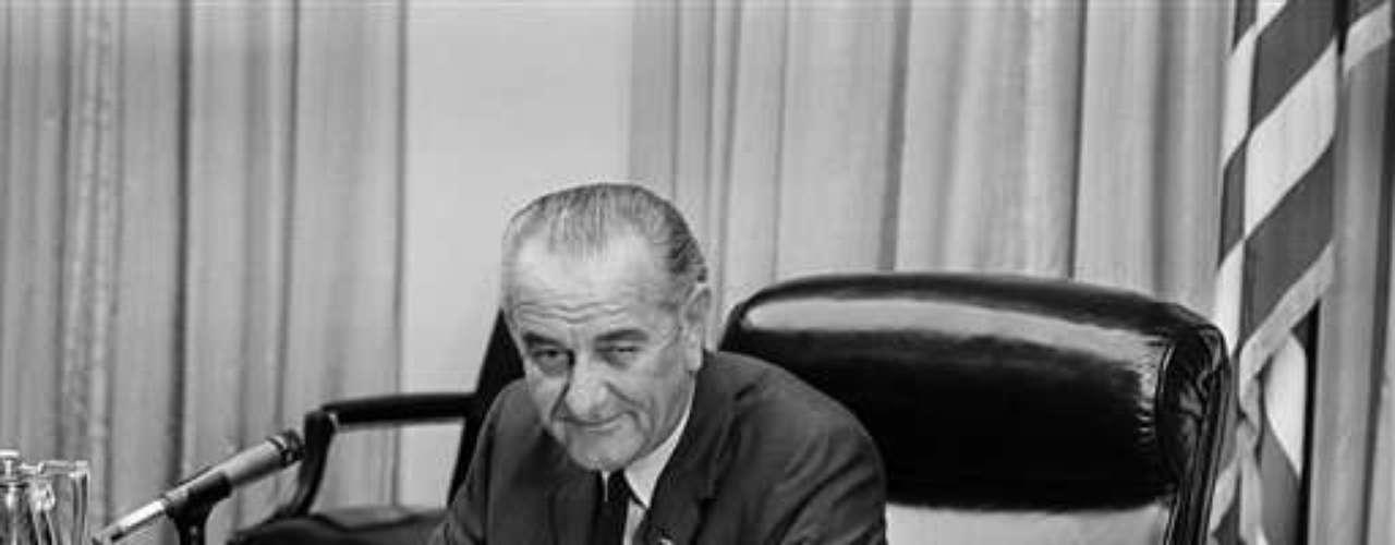 Ese debate revolucionó las campañas presidenciales, pero sin embargo, no volvieron a realizarse hasta 1976. Como son optativos, algunos candidatos Como Lyndon Johnson en 1964 decidieron no presentarse, aunque desde 1976 ya ningún candidato tomó esa opción.