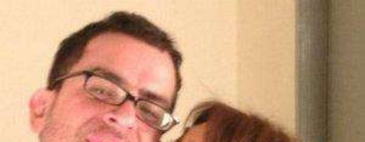 Pero no fue sino hasta hace unos meses que comenzaron una relación sentimental, gracias a que se reencontraron por internet, aparentemente a través de Facebook.Cynthia Klitbo ¡se casó por cuarta vez!¿Triste realidad? Las estrellas sin maquillajeLatinas: Las novias más despampanantes del espectáculoMalditas villanas... ¡despiadadas asesinas!