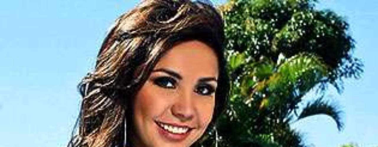 Miss Bolivia - Stephanie Nuñez. Tiene 22 años y mide 1,75 metros de estatura.