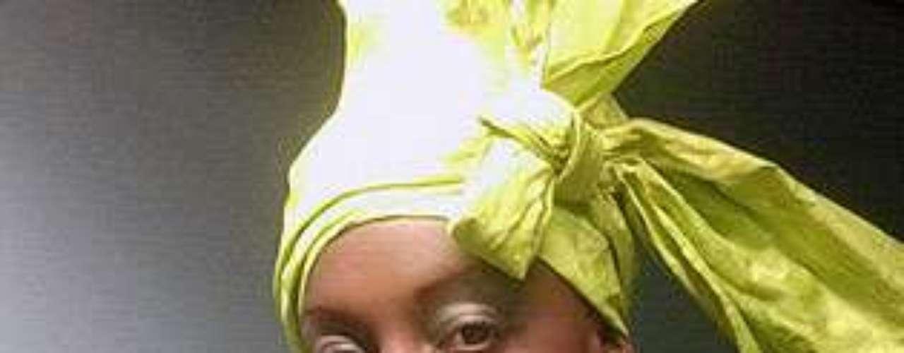 Miss Camerún - Francoise Odette Ngoumou. Tiene 22 años de edad y mide 1,77 metros de estatura.