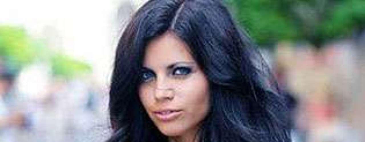 Miss Hungría - Claudia Kozma. Tiene 21 años de edad y mide 1,70 metros de estatura.