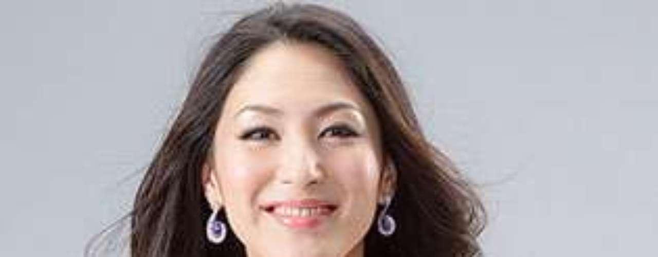 Miss Japón - Ikumi Yoshimatsu. Tiene 24 años de edad y mide 1,70 metros de estatura.