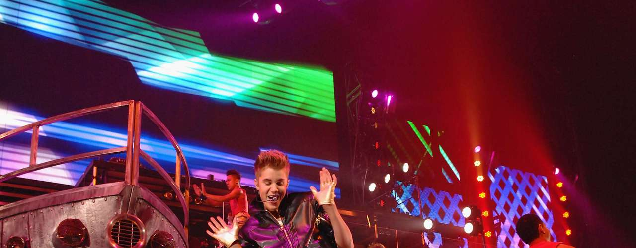 Justin Bieber proved the show must go on in Las Vegas just days after getting sick on stage during his set at a concert in Glendale, Arizona and causing a storm all over social media. Hopefully Biebs can keep healthy and keep working his \