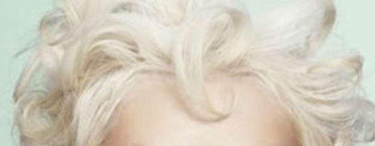 En noviembre próximo Aguilera publicará el disco señalado del que se desprende el sencillo 'Your Body'. Al igual que Adele, la princesa popera antepone la calidad de su voz a su apariencia física.