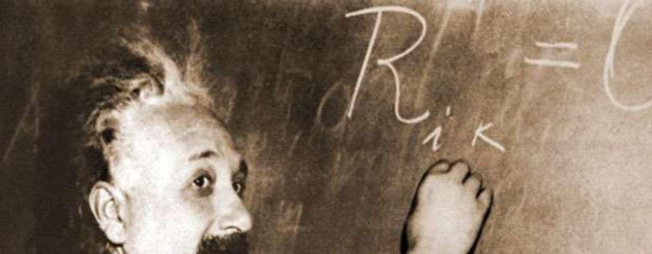 Una carta escrita a mano por el físico Albert Einstein un año antes de su muerte, expresando sus puntos de vista sobre la religión, y que salió a la venta este mes en eBay fue vendida por 3.000.100 millones de dólares. La oferta incial fue de 3 millones de dólares.