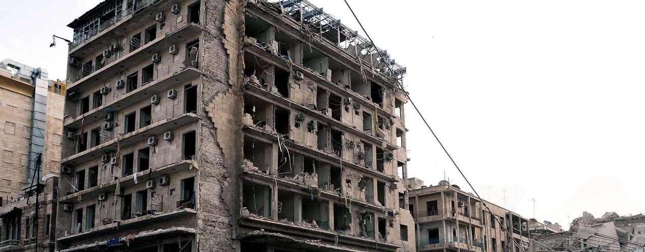 Un responsable de la segunda ciudad de Siria informó anteriormente de la muerte de 27 personas y de 72 heridos.