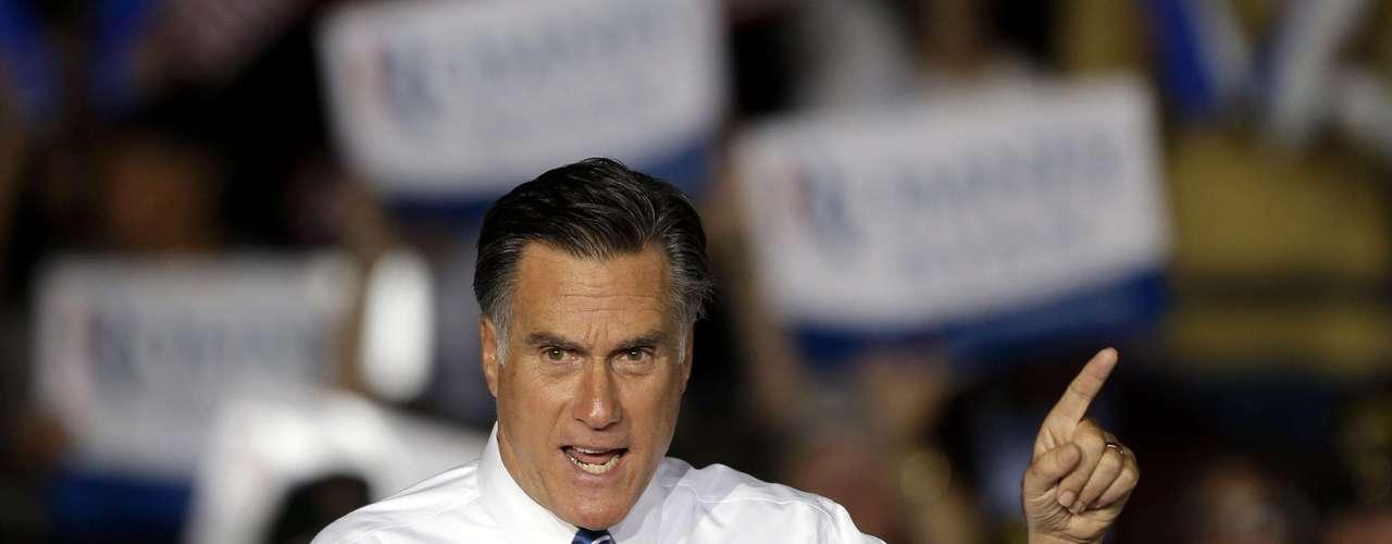 Romney cree que se trata de un gasto exagerado y que invade la privacidad de las personas al hacer que todos tengan que acogerse a un seguro médico de manera compulsoria o recibirán una multa.