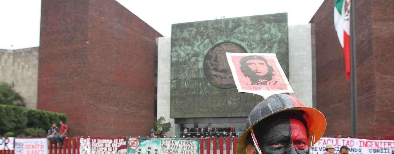 Pero otros, como Francisco Hernández Juárez, copresidente de la Unión Nacional de Trabajadores, reconoce que los excesos de algunos líderes de sindicatos corporativos perjudican a todo el gremio. \