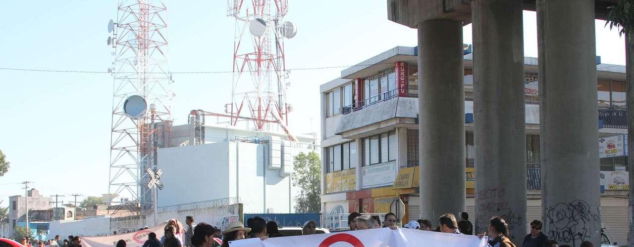 El intento más reciente ocurrió en septiembre pasado, cuando el presidente Felipe Calderón propuso una reforma laboral que incluía, entre otros aspectos, la obligación de los sindicatos de informar sobre cuotas y recursos de los trabajadores, así como la posibilidad de elegir a los dirigentes mediante voto secreto para evitar agresiones a los disidentes.