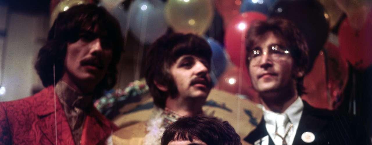 El legado de The Beatles en la cultura popular es inmenso. No sólo la música se vio influenciada por los logros tecnológicos que el grupo impulsó con sus grabaciones, los cuatro miembros de la banda han sido retratados en infinidad de productos audiovisuales y culturales como películas, libros, fotografías, documentales, series de televisión y productos de consumo.