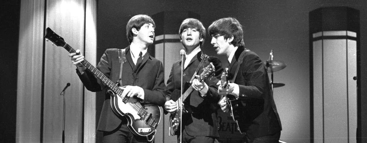 Entre las primeras influencias de The Beatles puede distinguirse a Elvis Presley, Chuck Berry y Little Richard. \