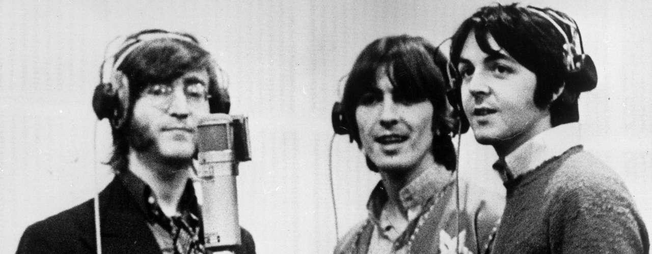 The Beatles realizaron cinco películas juntos: 'A Hard Day's Night' (1964), 'Help!' (1965), 'Magical Mytery Tour' (1967), la animada 'Yellow Submarine' (1968) y el documental 'Let it Be' (1970), que retrata las tensiones que llevaron a los miembros de la banda a separarse.