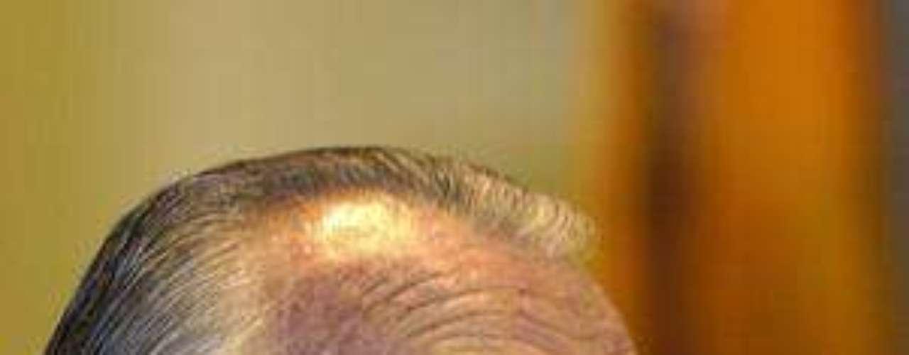 MIGUEL DE LA MADRID HURTADO.- Murió a los 77 años, el 1 de abril del 2012, de enfisema pulmonar en el Hospital Español de la Ciudad de México. Al día siguiente se le rindió un homenaje de Estado en el Patio de Honor de Palacio Nacional. Entre los asistentes estuvo el ex presidente Carlos Salinas de Gortari.