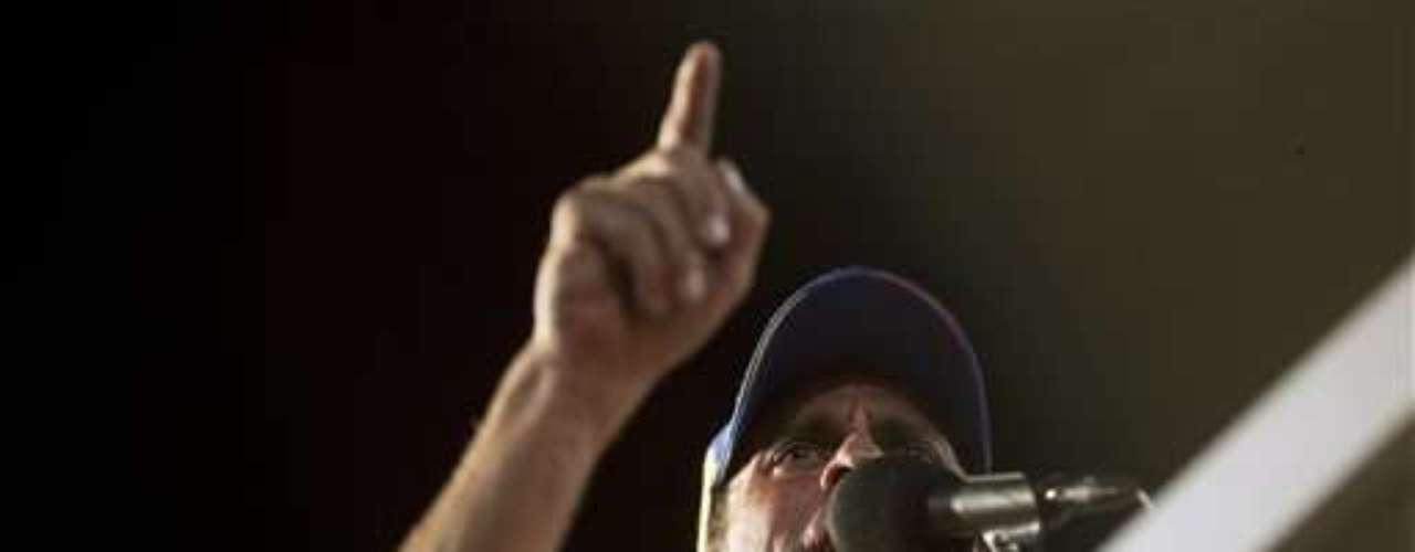 Tras años de discrepancias y tensiones, los partidos que adversan a Chávez ungieron en febrero a Capriles como \