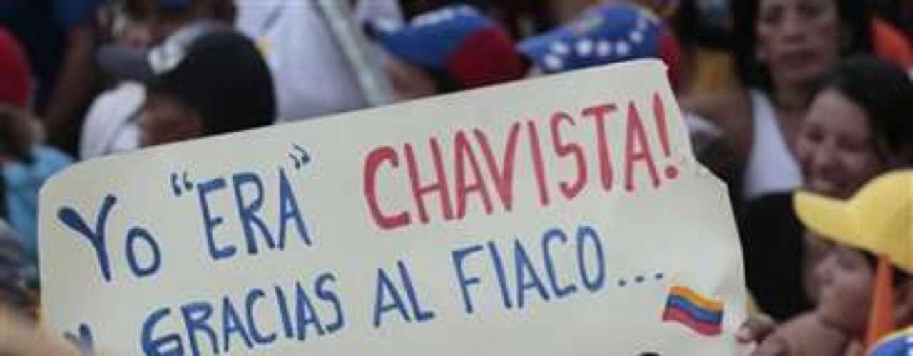 Pero sus enemigos le recordaron que durante el breve golpe contra Chávez trató de \