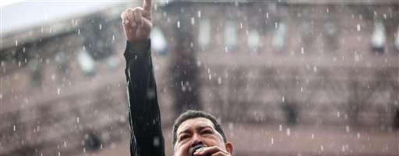 Su lenguaje llano y a veces procaz hace las delicias de sus simpatizantes e irrita a sus enemigos, que lo acusan de hablar mucho y hacer poco para atender los problemas del día a día de los venezolanos, como la criminalidad desatada, el alto costo de la vida y las fallas en los servicios públicos.