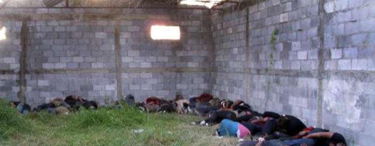 Los narcos les ofrecieron trabajar como sicarios por USD 1.000 semanales y ante la respuesta negativa, los Zetas comenzaron a disparar a mansalva.
