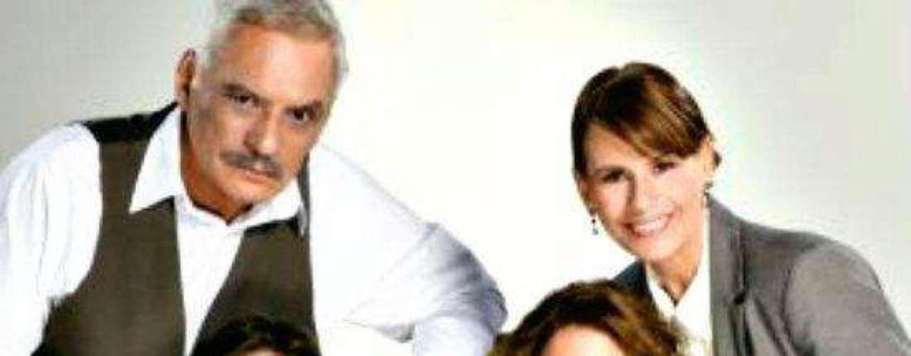 Las familias se reunieron. Los papás de 'Helena Moreno' limaron asperezas y salvaron su matrimonio de tantos años.Dos actrices, un personaje... ¿Quién lo hizo mejor?Los 50 rostros más bellos de las telenovelas¿Gallitos de pelea? Los actores y sus... ¡guerras en el set!Artistas de telenovelas y sus dobles... ¡igualitos!
