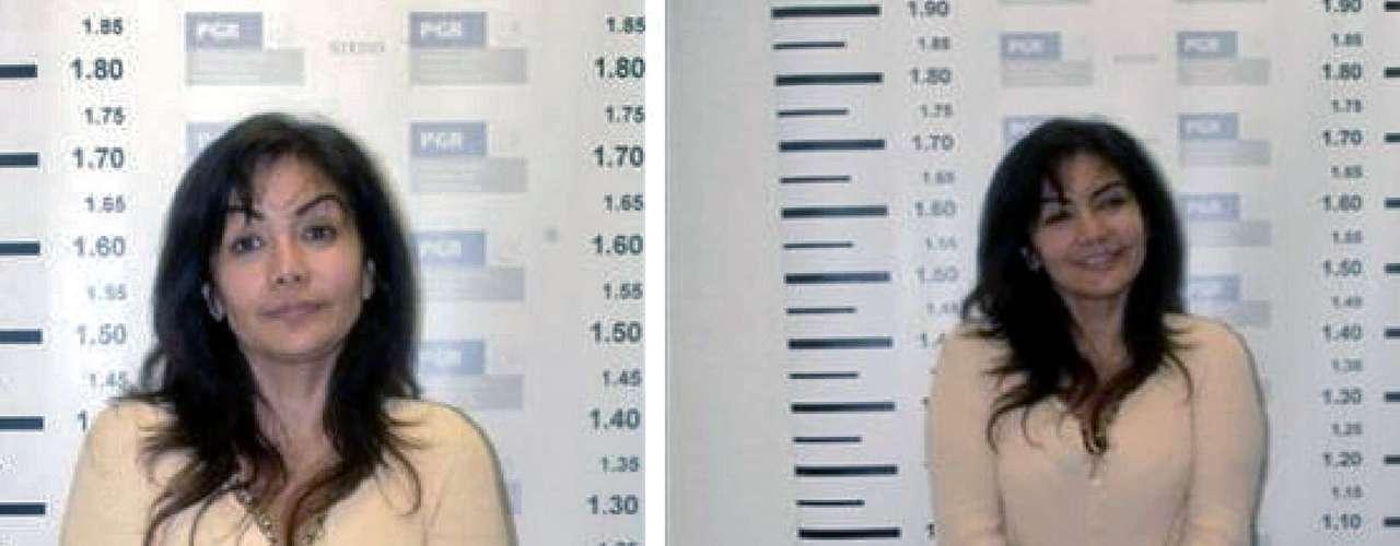 28 de septiembre de 2007 - Sandra Ávila Beltrán, La Reina del Pacífico, fue detenida en 2007, en compañía del colombiano Juan Diego Espinosa, El Tigre, quien era su pareja. Ávila Beltrán es sobrina de Miguel Ángel Félix Gallardo, fundador del extinto cártel de Guadalajara. Sus padres son María Luisa Beltrán Félix y Alfonso Ávila Quintero, familiar del también exlíder del cártel de Guadalajara, Rafael Caro Quintero. En las imágenes se observa tranquila y sonriente a la hora de ser fichada.