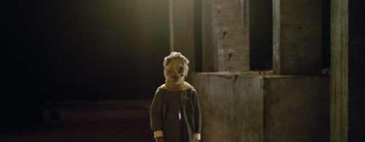 TOMAS: así se llamaba el pequeño niño de la película El Orfanato, que se aparecía en la gran casona causando terror a todo el mundo.