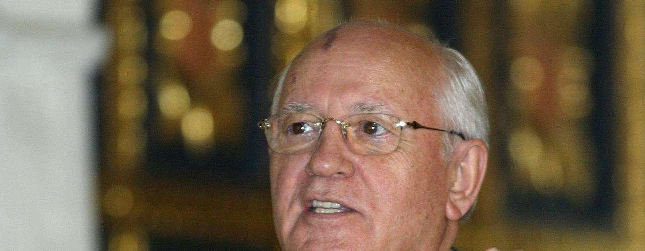 1990: Mijaíl Sergéyevich Gorbachov, Unión Soviética, \