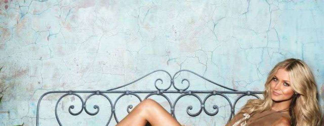 Miss Australia - Renae Ayris. Mide 1.77 metros de estatura. Es una amante del modelaje, el baile y la fotografía.