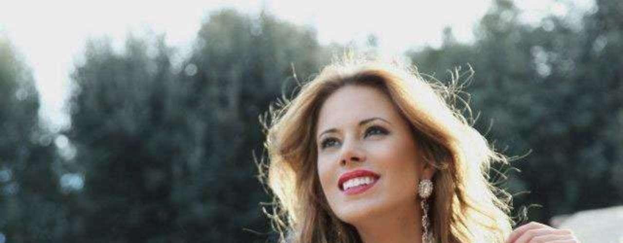 Miss España - Andrea Huisgen. Mide 1.81 metros de estatura. Es estudiante de leyes y modelo profesional.