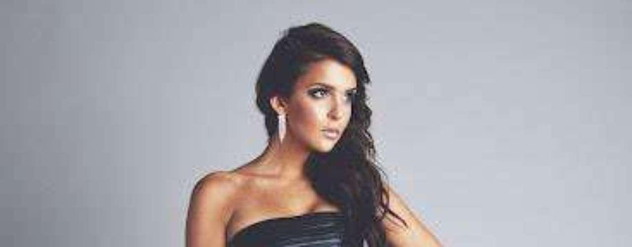 Miss Finlandia -Sara Chafak. Mide 1.72 mestros de estatura. Es modelo profesional.