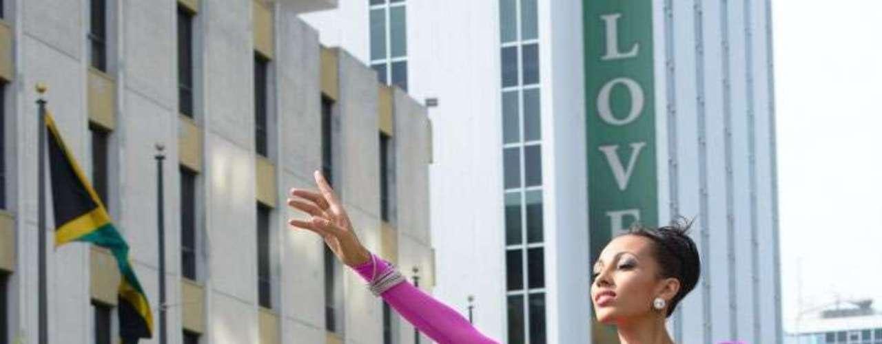 Miss Jamaica - Chantal Zaky. Mide 1.77 metros de estura. Es estudiante de medios.