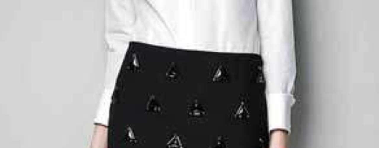 La resurrección de la minifalda convergió con el movimiento punk de mediados de los 70, en el que eran realizadas generalmente con piel y aplicaciones metálicas