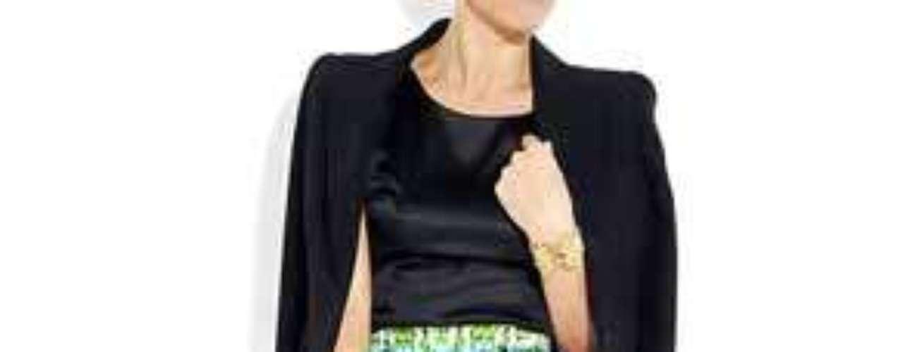 Sin perder su toque seductor y desafiante, la minifalda se incorpora en numerosas colecciones de importantes firmas y diseñadores, manteniendo su vigencia a pesar del paso de los años.