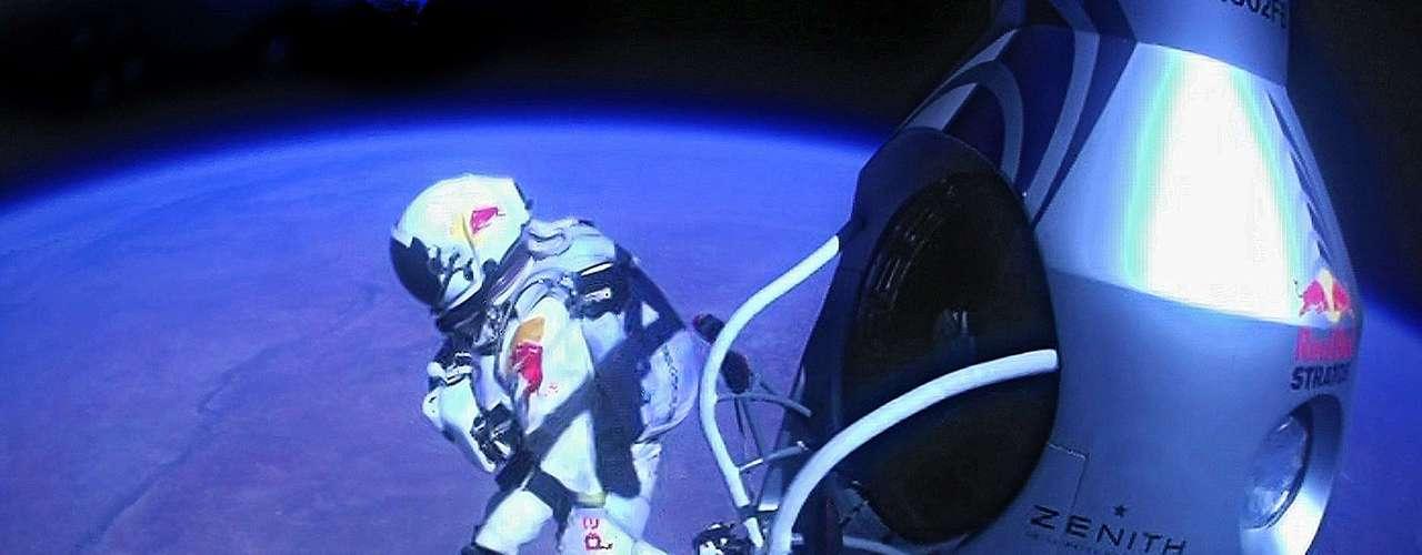 El globo no reusable que llevó a Baumgartner a la estrastosfera le costó 250,000 dólares a Red Bull. Sin embargo, la exposición global que se le dio al evento está valorada en 10 millones de dólares.