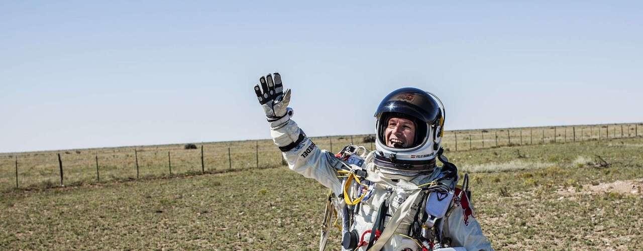 Baumgartner viajó a velocidad supersónica durante alrededor de un minuto antes de llegar a una parte más densa de la atmósfera que frenara su velocidad.