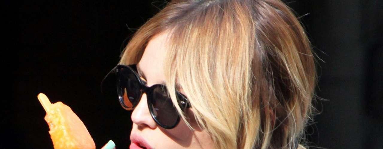 Eiza manda un besito para todos su fans a través de las lentes indiscretas de los paparazzi.