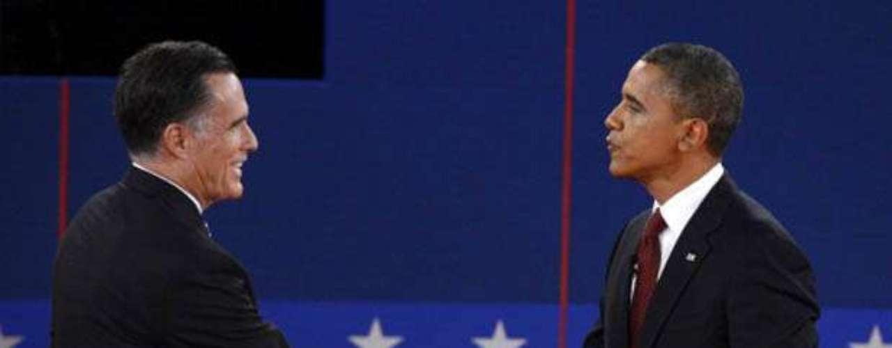 Ivanka Trump, en cambio, parece que no se quedó hasta el final del debate y quiso generar una polémica (fallida). En su último tweet, preguntó: ¿no hay apretón de manos tras el debate entre el presidente y el gobernador? La foto lo dice todo.