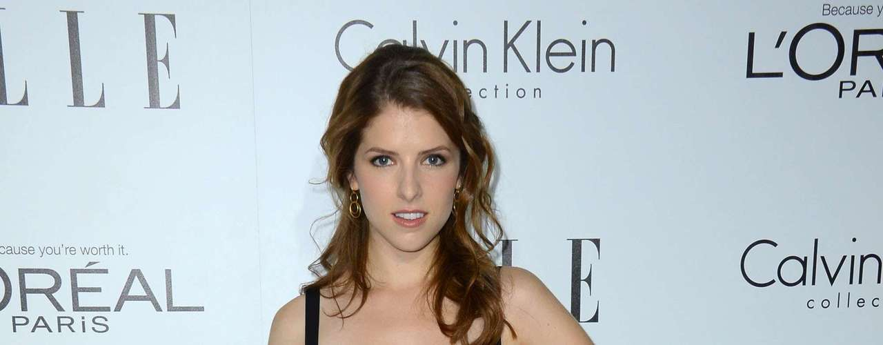 Anna Kendrick from the comedy hit 'Pitch Perfect' was dazzling in a Badgley Mischka dress. The young actress paired her outfit with a Mulberry, golden clutch.