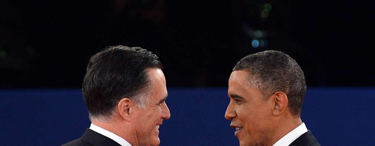 Pero los gestos amables entre los candidatos sólo se vieron cuando se saludaron, pues los ataques fueron prácticamente desde el principio.